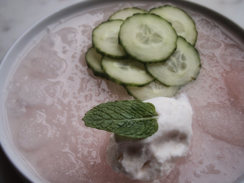 Pear strawberry slush with cucumber and ice cream