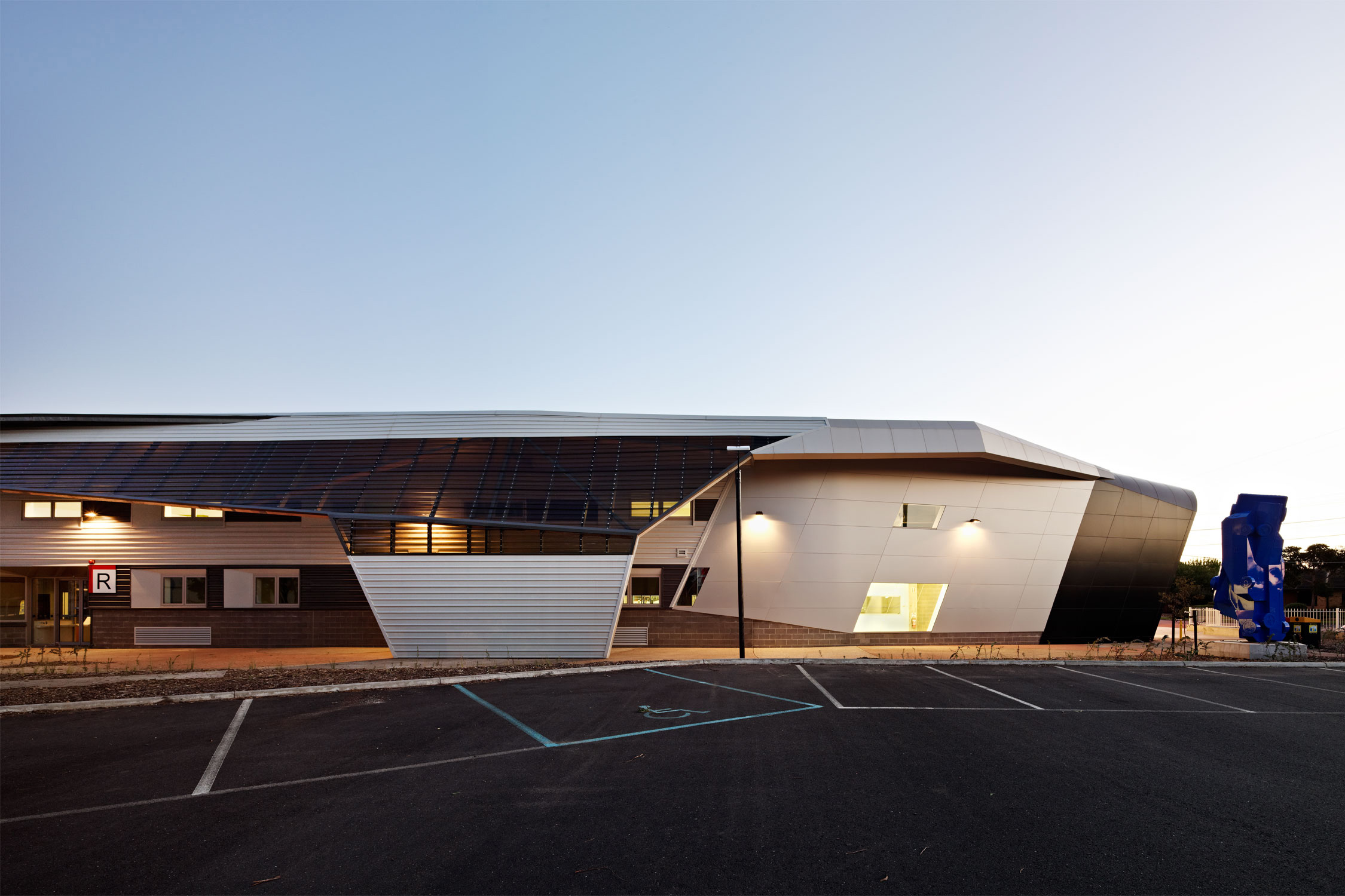 Paul Morgan Architects Chisholm Institute, Automotive and Logistics Centre