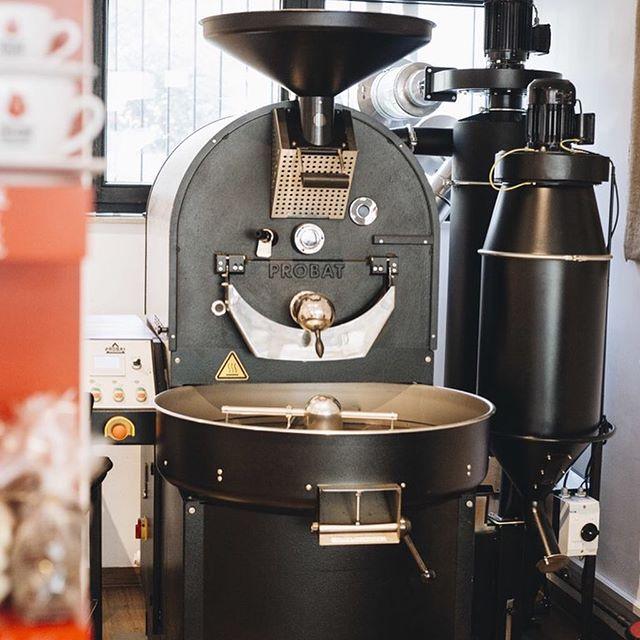 Bei der @koelnerkaffeemanufaktur war große Kaffeevielfalt geboten. In der kleinen Familienrösterei wird bester Rohkaffee geröstet. Handwerk&Qualität werden hier großgeschrieben. Wir sagen Danke für köstlichen Kaffeegenuss und kommen gerne wieder! . . . . #colognecoffee #coffeecologne #weneedcoffee #lecker #geschmacksvielfalt #tagdesgutenkaffee #coffeefestival #kaffee #kaffeeliebe #kaffeehandwerk #trommelröstung #