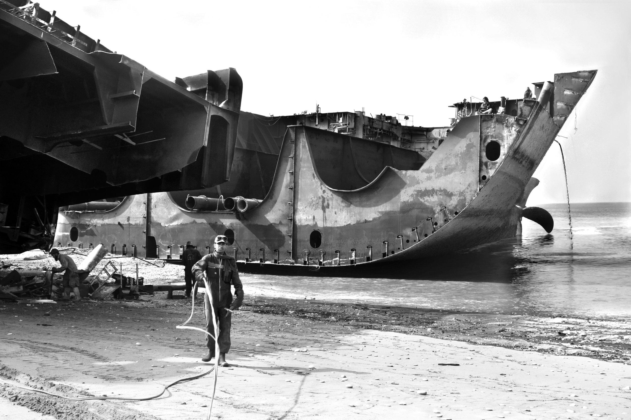 Die Schiffsabwracker am Strand von Gadani arbeiten unter gefährlichen und prekären Bedingungen. Bild: Yvonne Zimmerman