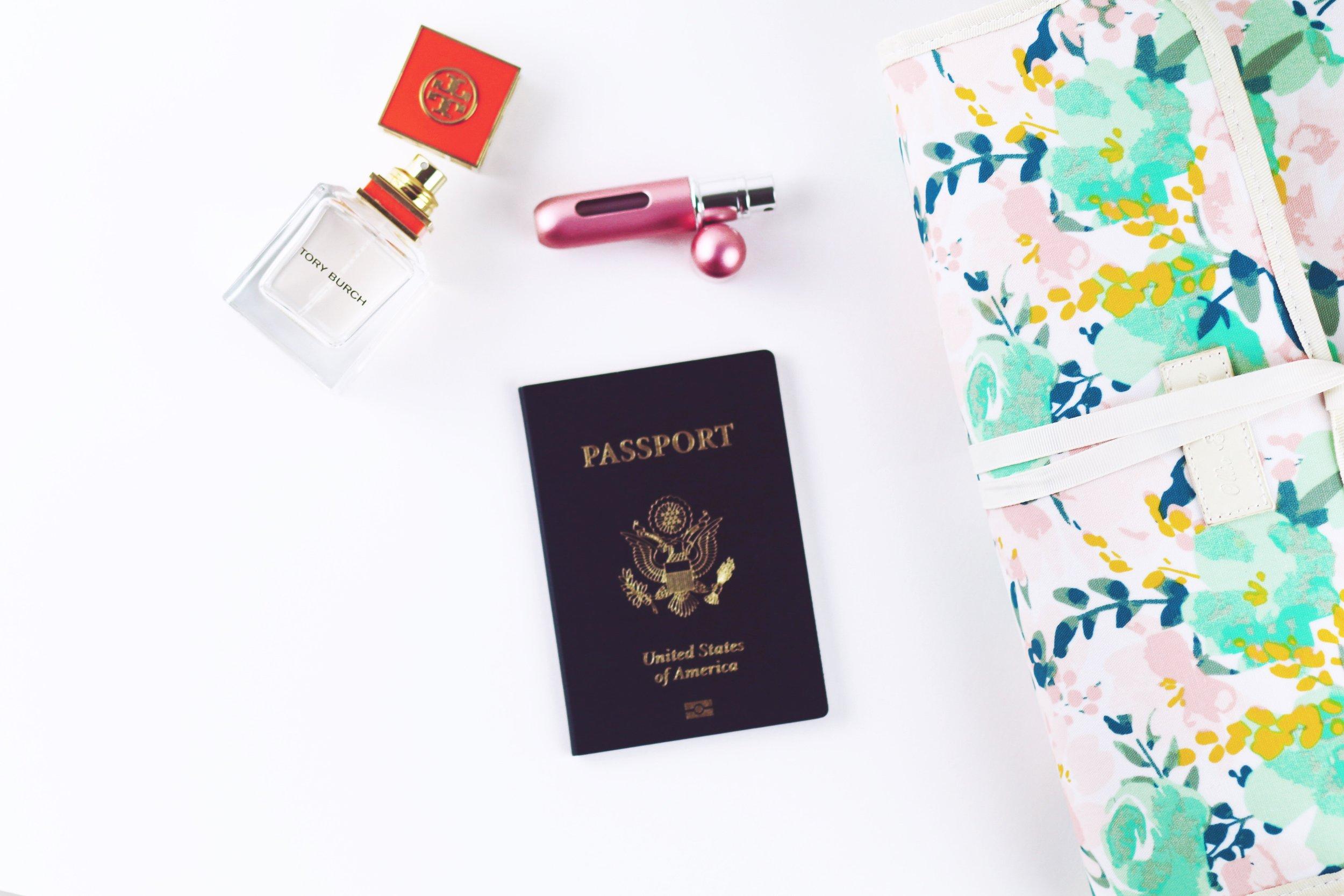 Verifica documentos, tratamientos médicos y seguros de viajes - Contesta las siguientes preguntas: ¿Necesito alguna visa para ese país? ¿Me requieren algún documento especial? ¿Necesito algún tratamiento médico previo para visitar ese país? ¿Qué medicinas debo llevar por si acaso? ¿Cuáles seguros médicos puedo comprar para ese destino?