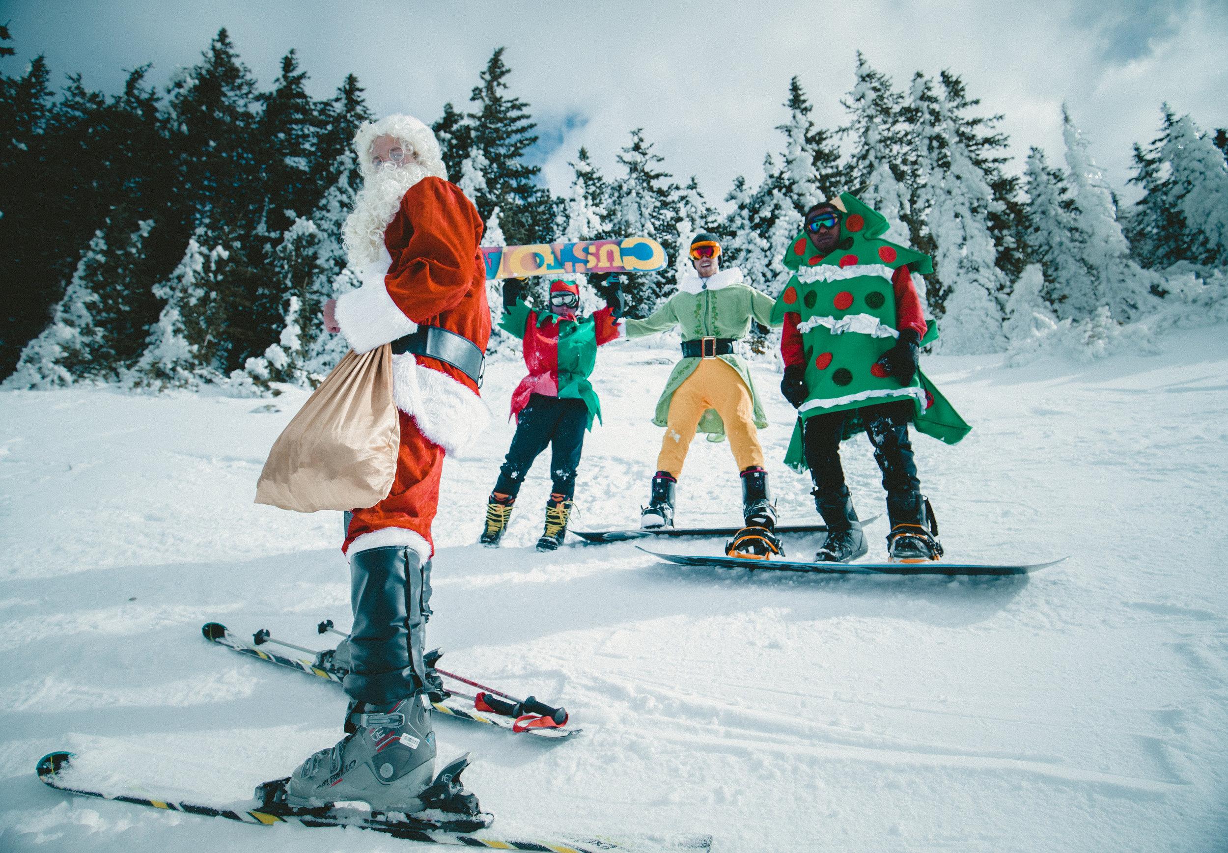 Aventura - No todo son ciudades, existen destinos que tienen mucho que ofrecer fuera de los cascos urbanos. Actividades como snowboarding, esquiar y disfrutar en pueblos hermosos rodeados de montañas pueden ser una fórmula perfecta especialmente cuando vas en grupo o familia. Muchos de estos destinos tienen excelentes ofertas gastronómicas en navidades.