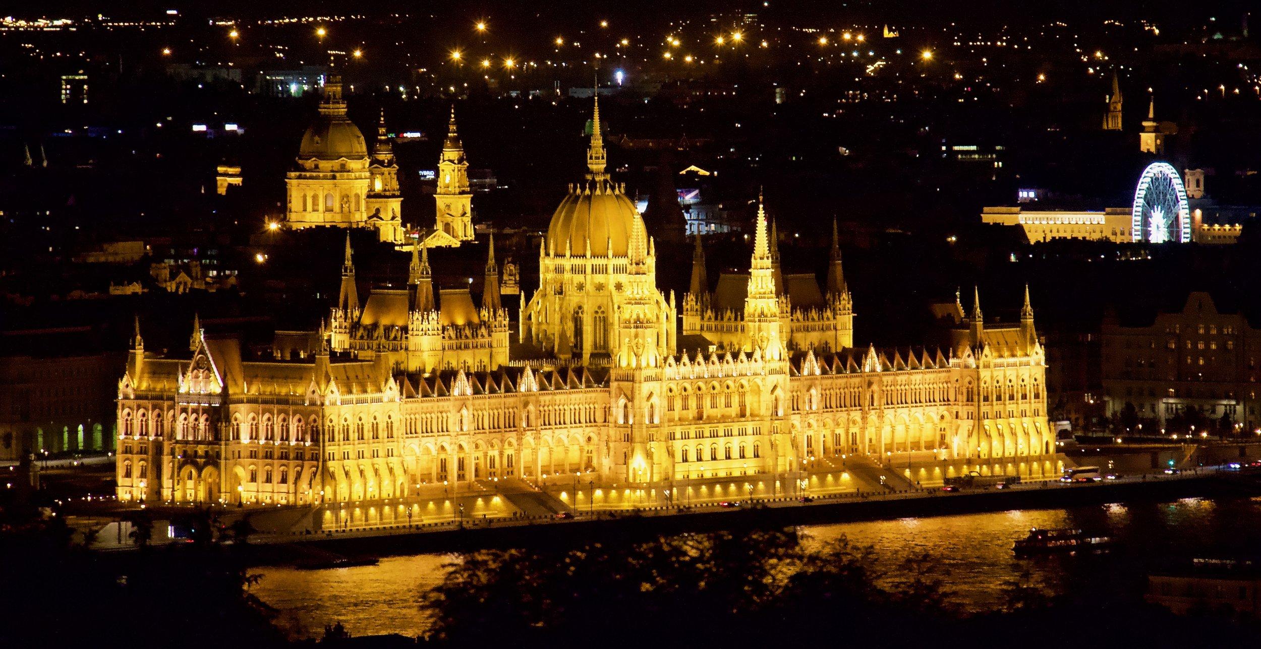 El Danubio - Un viaje que traerá magía res un recorrido en crucero o por tierra por las ciudades imperiales e históricas del Danubio. Desde la hermosísima Praga pasando por Bratislava, Viena hasta la histórica Budapest, las ciudades mágicas del Danubio son un viaje que debes considerar.