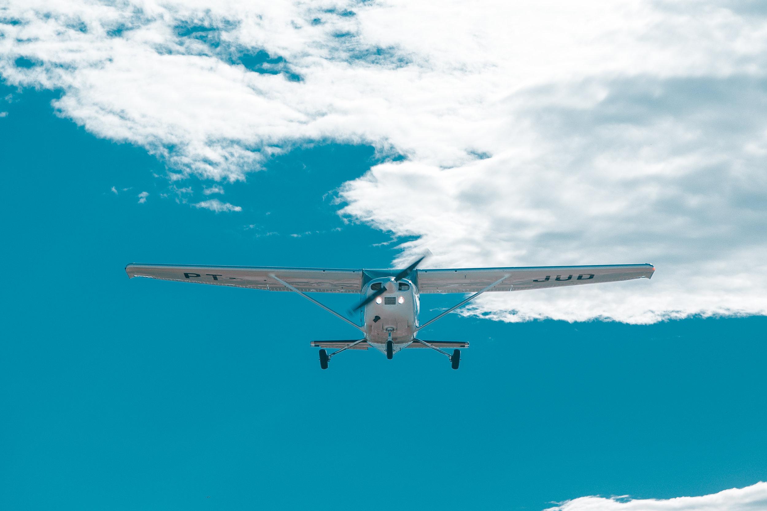 Medios para llegar - Existen dos formas de llegar a Culebra; la más rápida es tomando un vuelo desde alguno de los aeropuertos de la isla grande en Puerto Rico (Ceiba o Isla Grande en San Juan). Sin embargo, esta es también la forma más costosa.