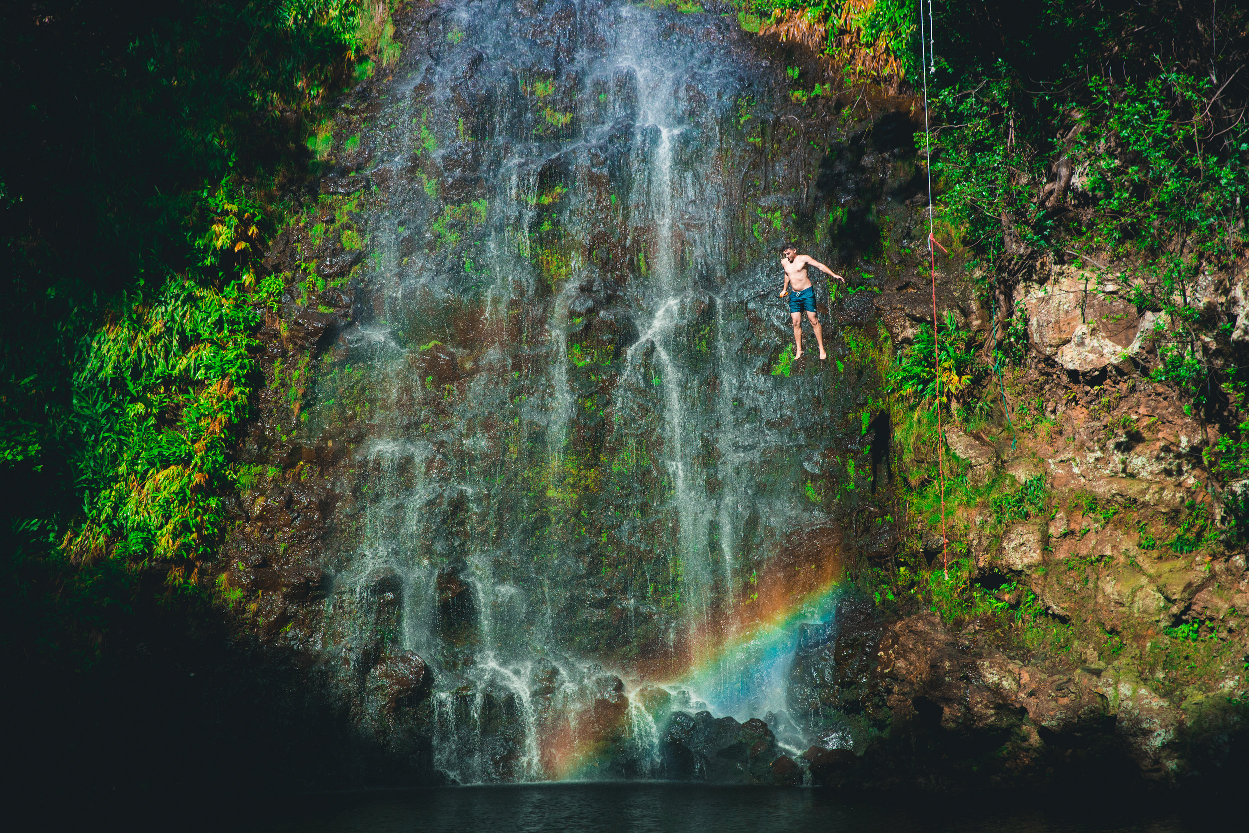 Maui - Una de las islas naturalmente más hermosas de todo el archipiélago. Cuenta con el impresionante Parque Nacional de Haleakala y su famoso volcán del mismo nombre. Te recomendamos ver un atardecer desde aquí (será una experiencia inolvidable). Recorre la ruta de Hana.