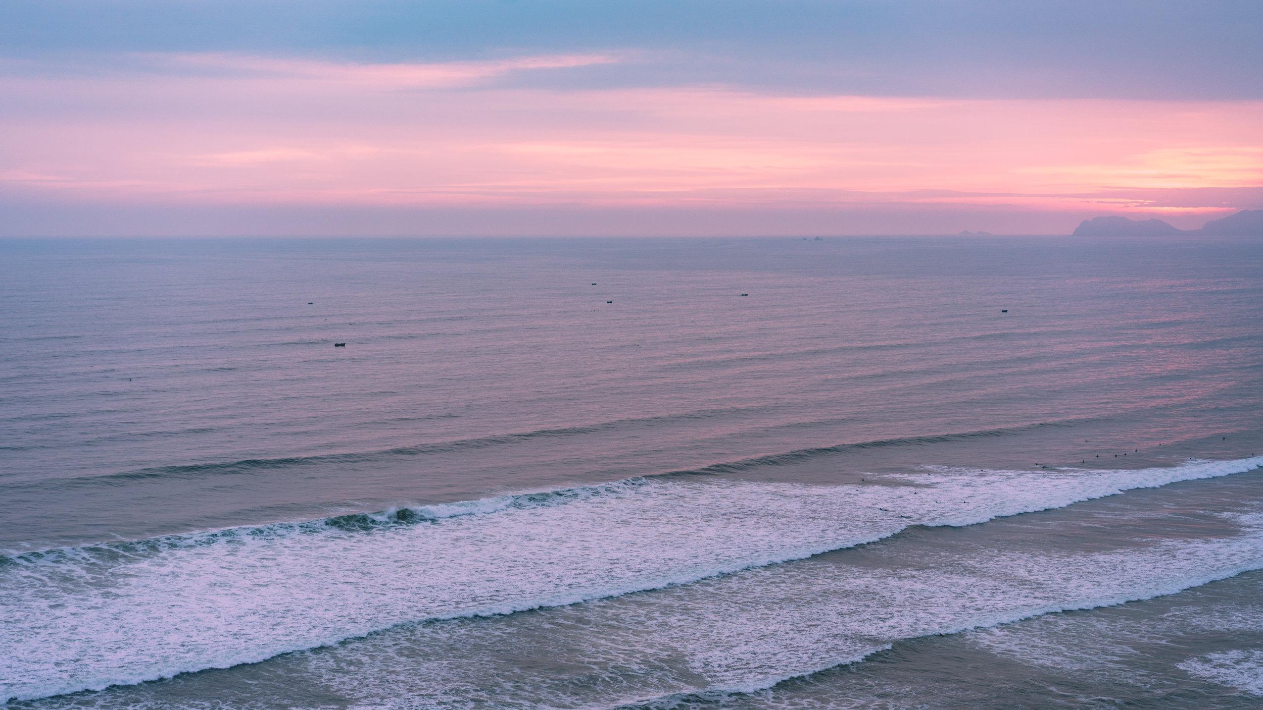 Mancora - Si eres amante de las playas esta es una de las mas famosas de Perú. Aquí se reúnen bañistas y surfers de todo el Mundo para disfrutar de un ambiente playero único en el pacífico peruano.