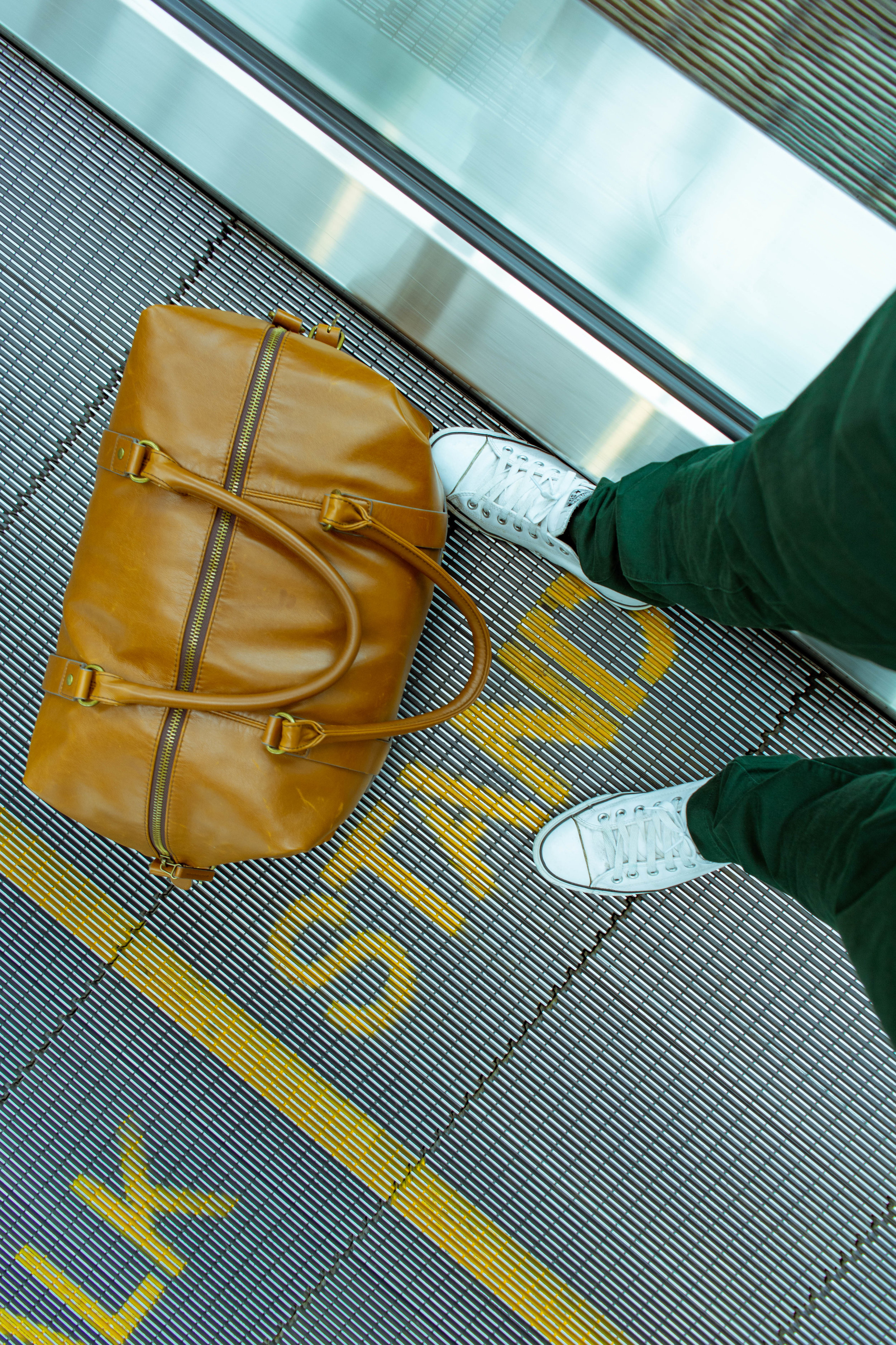 4. A veces los sellos del equipaje se equivocan, lo que provoca que se pierdan - 5 segundos son suficientes para cambiar los sellos de una maleta. En el aeropuerto de salida, no olvides cambiarle el de tu ex. Asegúrate de escoger un destino tan extraño que no recuerdes el nombre.