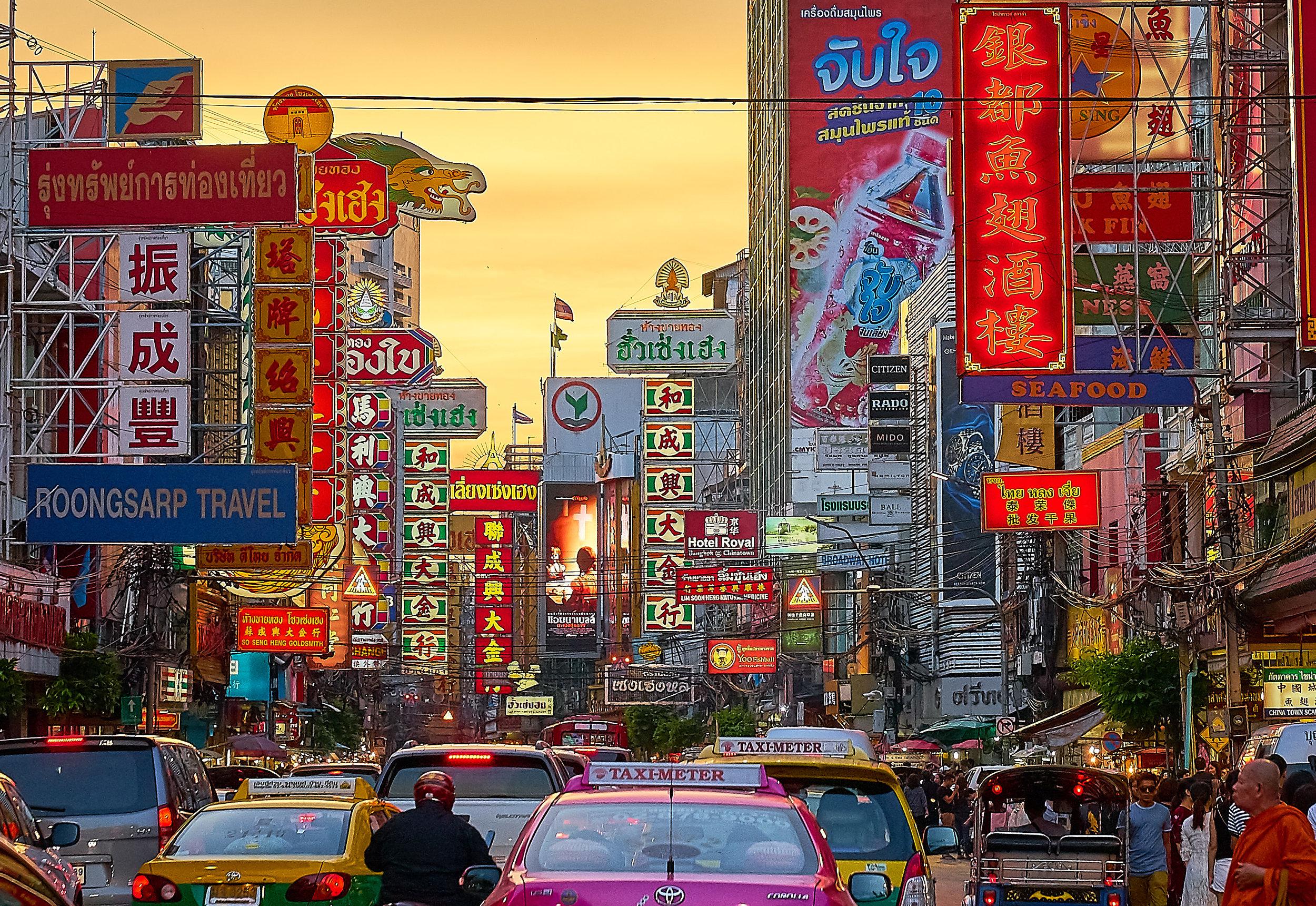 Visas - Los ciudadanos estadounidenses que porten un pasaporte válido y posean un boleto de avión de ida o vuelta no requieren visa para ingresar a Tailandia si su viaje es de menos de 30 días. El pasaporte debe tener al menos seis meses de validez restante para poder ingresar. Solo debes llenar los documentos a la entrada en el aeropuerto.
