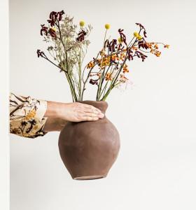 Industriell-serien innehåller bland annat denna masstillverkade vas med individuellt utseende.