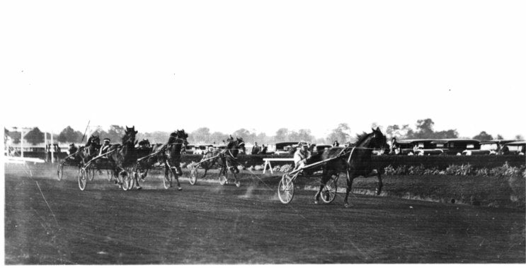 1929 finish first heat.jpg