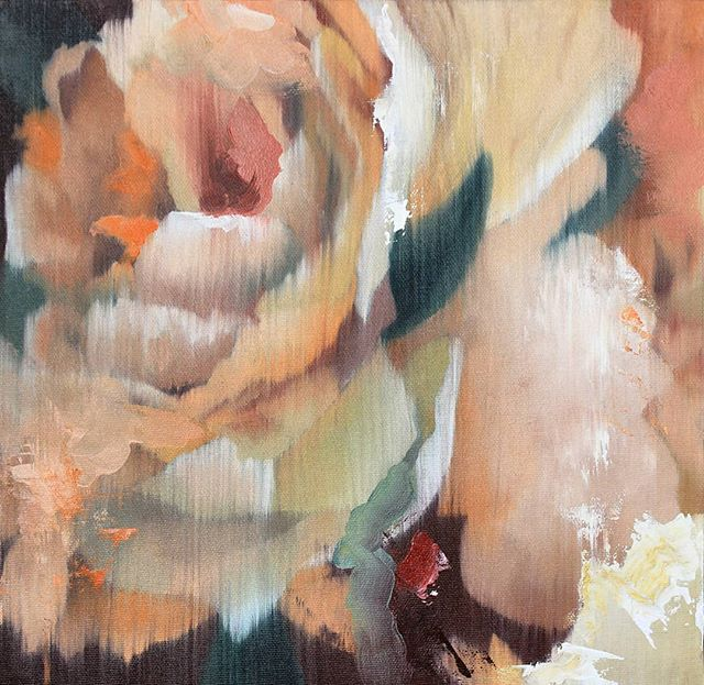 Another flower I did during these last few weeks. Small tests, a mixture between the blurry style I got from my part series of paintings and some abstract in it.  I'm liking it 😌  #flowerpainting #floralart #blossom #oilpainting #andreacastro #contemporaryart