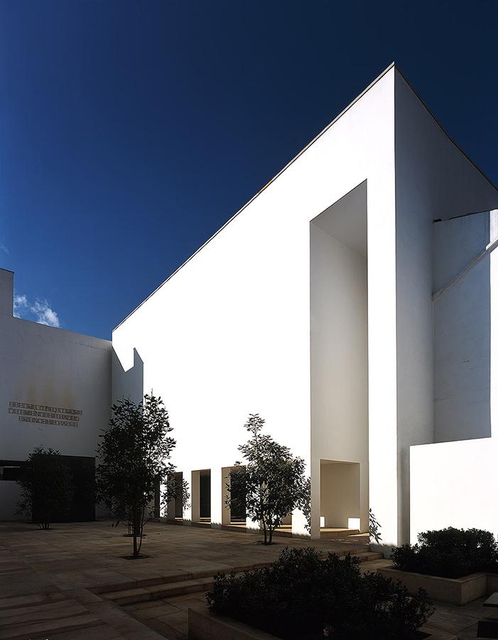 XIX BIENAL COLOMBIANA DE ARQUITECTURA 2006 - Premio nacional de arquitecturaCategoría: diseño arquitectónicoMuseo de arte del Banco de la RepúblicaUbicación: Bogota, Colombia.