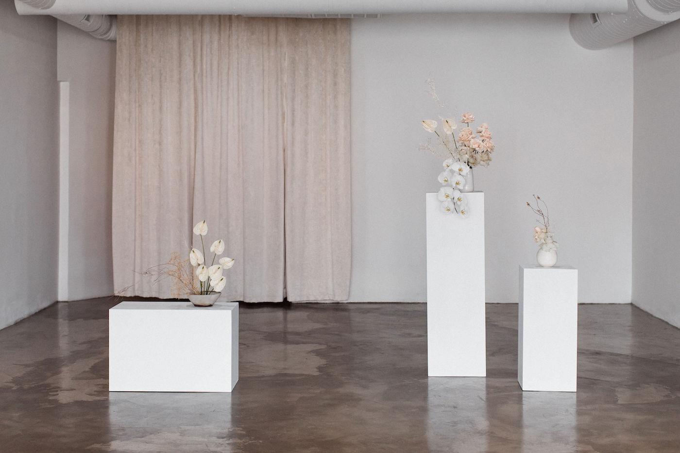 minimalist las vegas wedding chapel00002.jpg