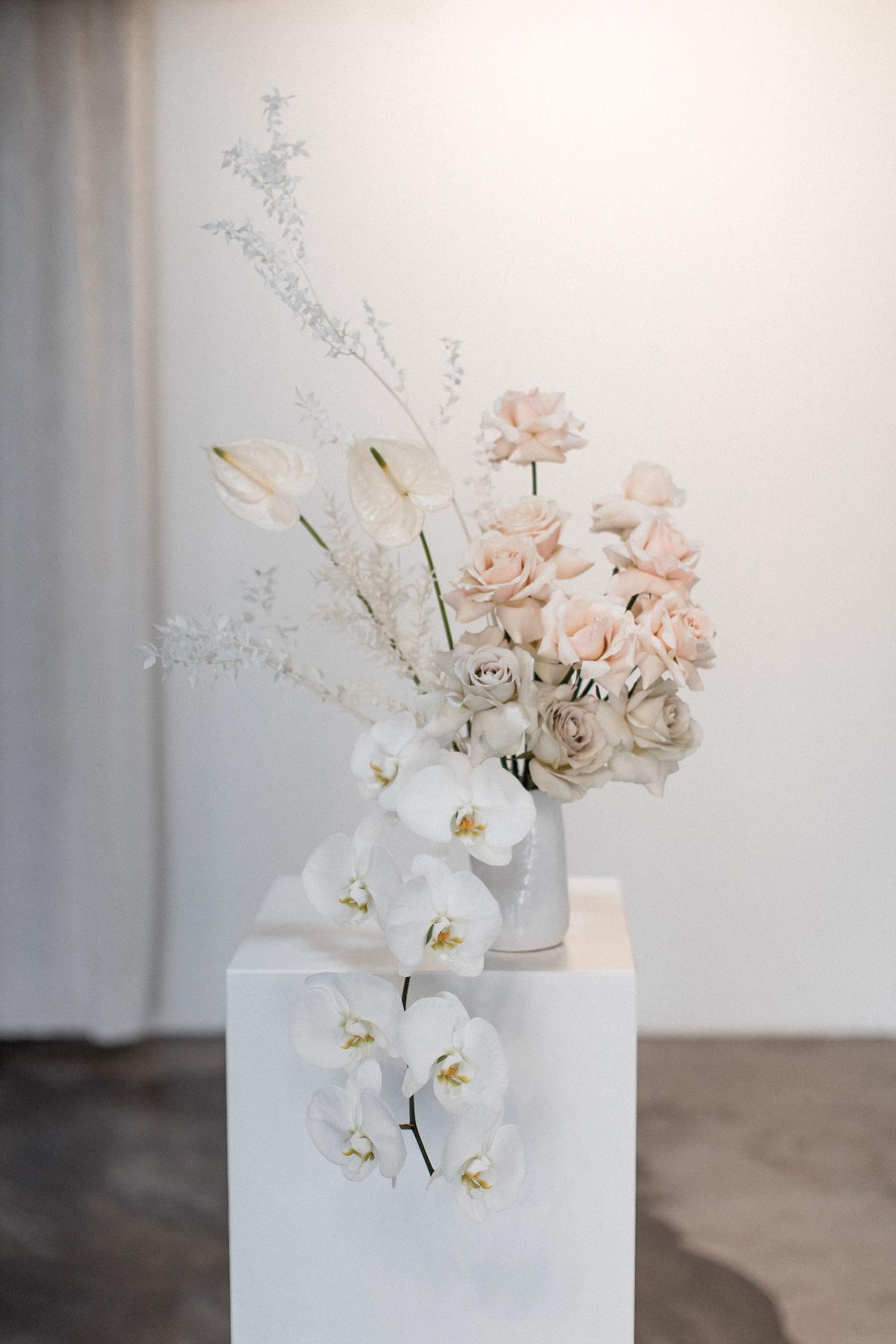 minimalist las vegas wedding chapel00003.jpg
