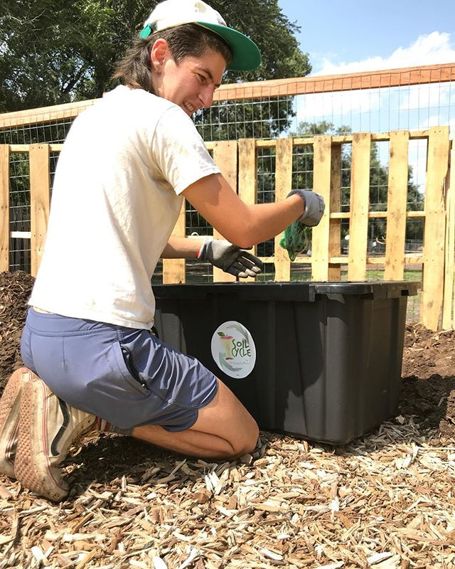🍎🥬🌽🥕 Did you know that PPUG partners with @soilcycle, Colorado Springs' first residential compost pick up service!! 🥗🥦🍅🥔 We've diverted over 1,500 lbs of food waste from landfills turning waste into valuable, nutrients needed to grow FOOD. ✨✨✨ Turning waste into GOLD.  #ppugardens #midshooksrungarden #compost #sustainableliving #coloradospringscompost #communitygarden