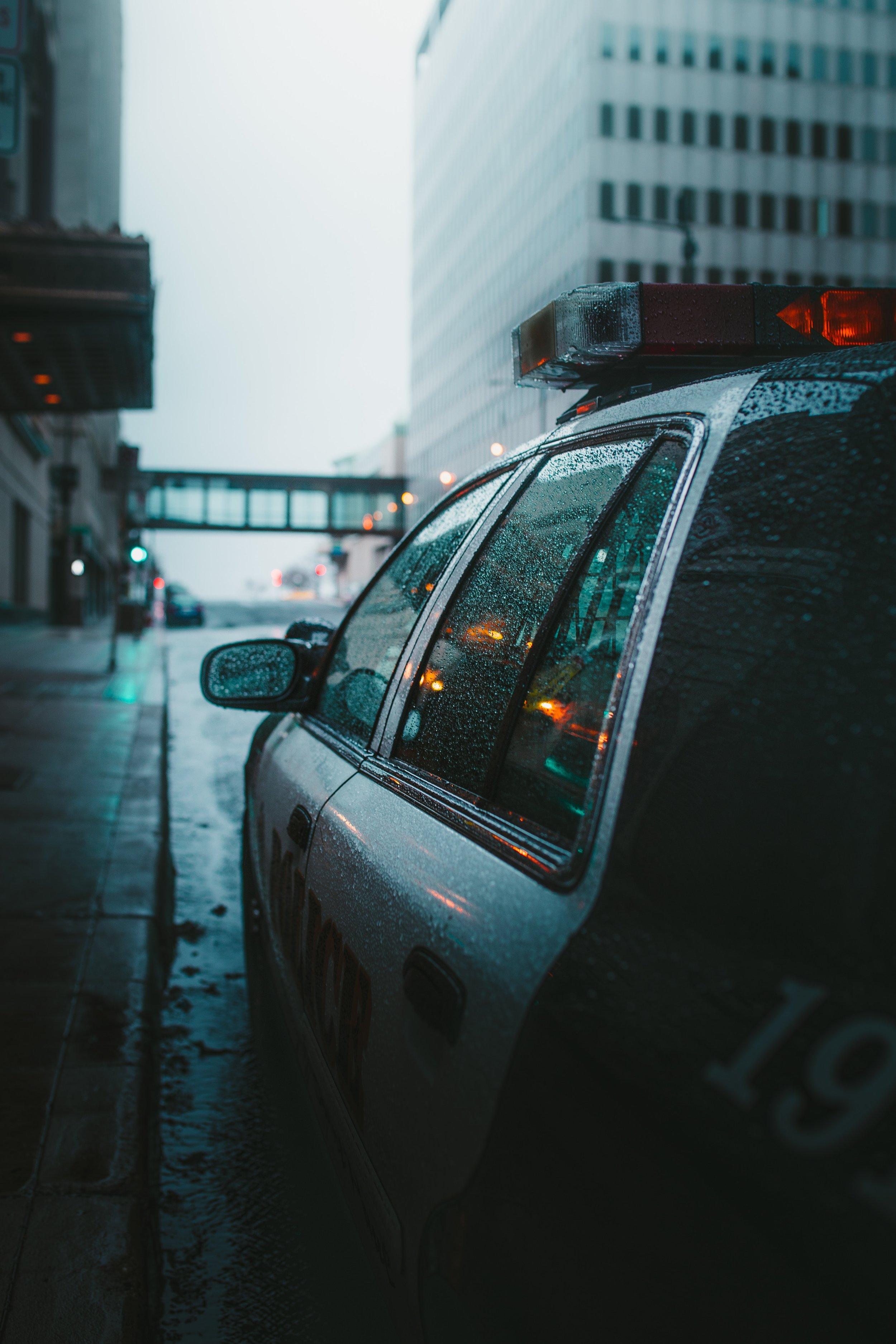 car-police-car-rain-2422269.jpg