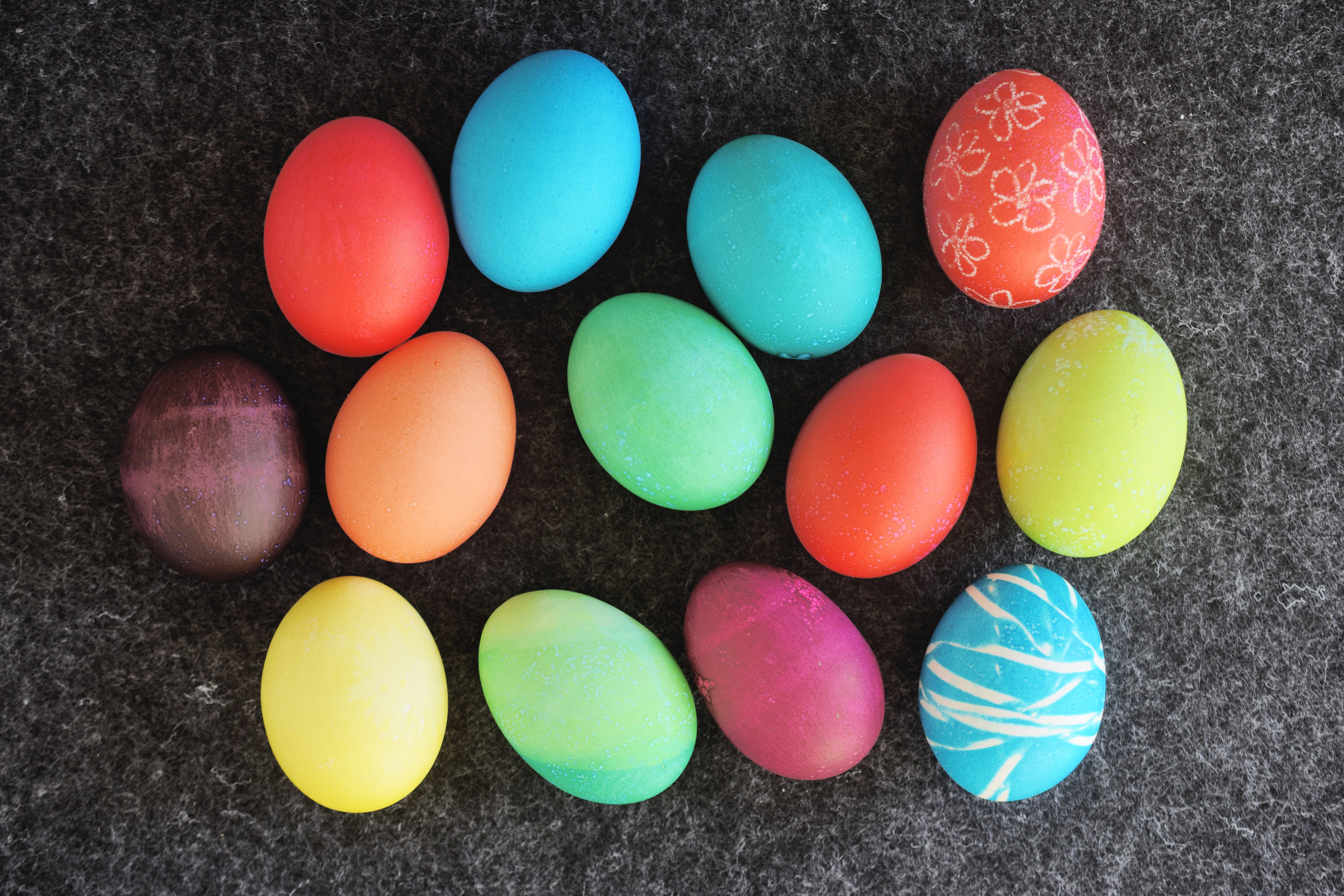 How To Dye Easter Eggs With Food Coloring — Mom Printables ...