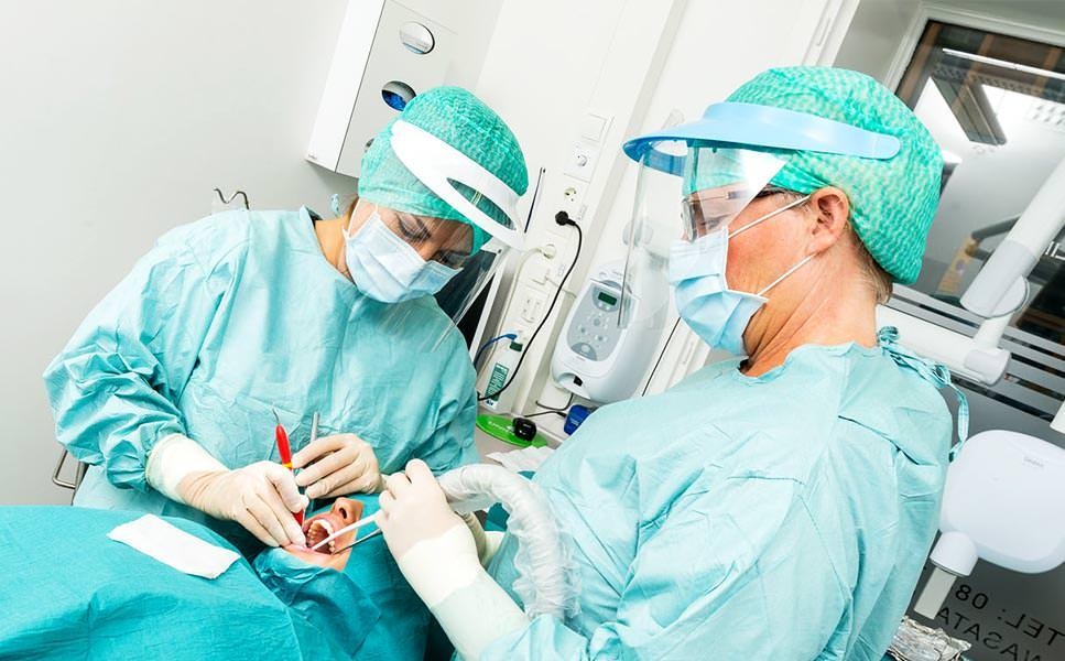 Din specialisttandläkare - Inom tandlossning och implantatbehandling