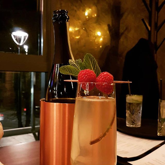 Great food, fantastic cocktails and live music. What more can you expect from #Saturday evening