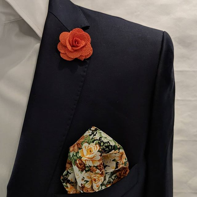 Don't be shy. Go floral! #dappertodetails  __________________ #detailsmatter #classydapper #pocketsquare #lapelpins #dapper #dappermen#dapperman#denofmen#mensfashion#mensfashionpost #menwithstyle#dapperstyle#dapperedman#gentlemen#gentlemenstyle #gentleman#fashionpost#classicstyledmen#styleinspiration#menfashion #mensstyle#mensessentials#menstylesuit#mensaccessories#suit #styleoftheday