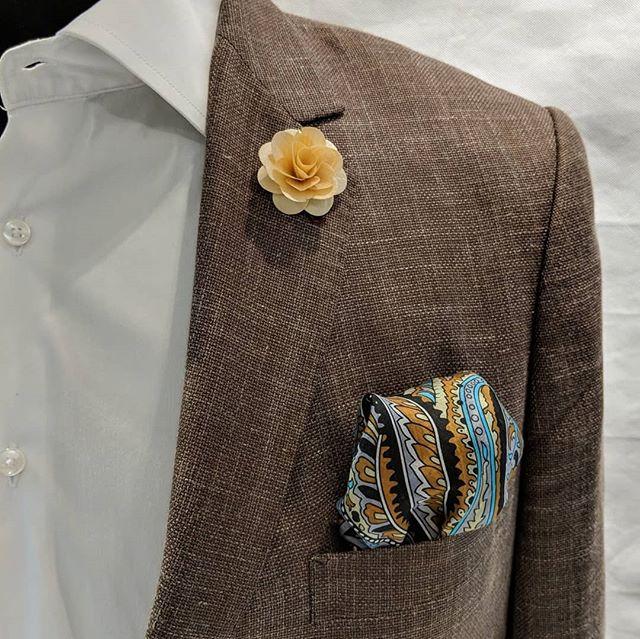 My favorite lapel flower made of wood. #dappertodetails  __________________ #detailsmatter #classydapper #pocketsquare #lapelpins #dapper #dappermen#dapperman#denofmen#mensfashion#mensfashionpost #menwithstyle#dapperstyle#dapperedman#gentlemen#gentlemenstyle #gentleman#fashionpost#classicstyledmen#styleinspiration#menfashion #mensstyle#mensessentials#menstylesuit#mensaccessories#suit #styleoftheday