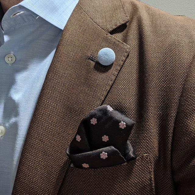 Time to bring out light fabrics and light colors #dappertodetails  ________________ #detailsmatter #classydapper #pocketsquare #lapelpins #dapper #dappermen#dapperman#denofmen#mensfashion#mensfashionpost #menwithstyle#dapperstyle#dapperedman#gentlemen#gentlemenstyle #gentleman#fashionpost#classicstyledmen#styleinspiration#menfashion #mensstyle#mensessentials#menstylesuit#mensaccessories#suit #styleoftheday