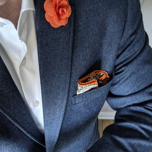 Going into the weekend feeling like 💣 #dappertodetails  ___________________  #detailsmatter #classydapper #pocketsquare #lapelpins #dapper #dappermen#dapperman#denofmen#mensfashion#mensfashionpost #menwithstyle#dapperstyle#dapperedman#gentlemen#gentlemenstyle #gentleman#fashionpost#classicstyledmen#styleinspiration#menfashion #mensstyle#mensessentials#menstylesuit#mensaccessories#suit #styleoftheday