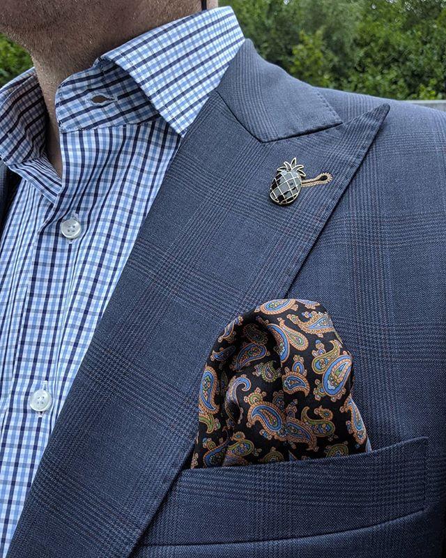 Outfit of the day: 🍍Pin & Paisley #dappertodetails  ________________ #detailsmatter #classydapper #pocketsquare #lapelpins #dapper #dappermen#dapperman#denofmen#mensfashion#mensfashionpost #menwithstyle#dapperstyle#dapperedman#gentlemen#gentlemenstyle #gentleman#fashionpost#classicstyledmen#styleinspiration#menfashion #mensstyle#mensessentials#menstylesuit#mensaccessories#suit #styleoftheday