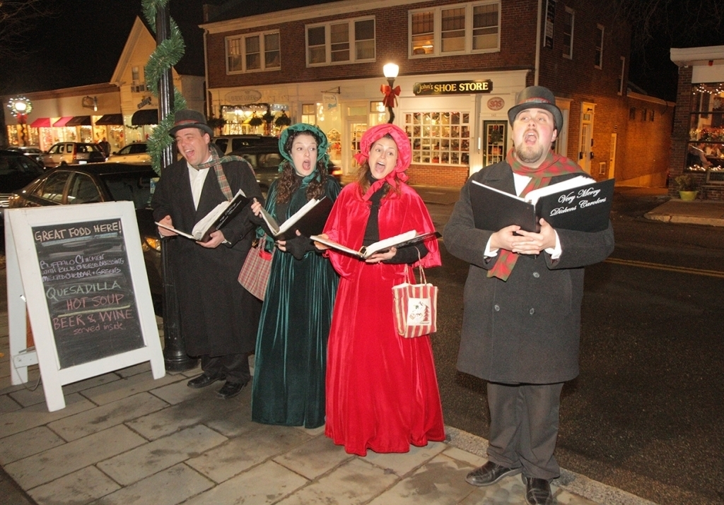 Carolers spread Holiday Cheer with their Song