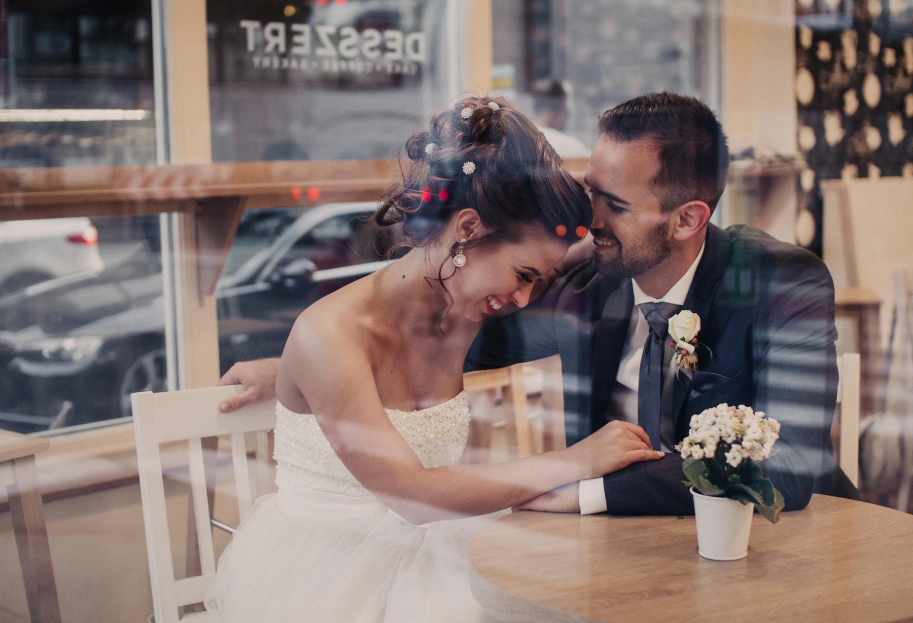 Esküvői fotózás - Fotók, amikre 20 év múlva is öröm lesz ránézni. Olyan pároknak fotózom, akik sablonos pózoktól mentes, élettel teli, őszinte fényképeket szeretnének magukról és a családjukról.