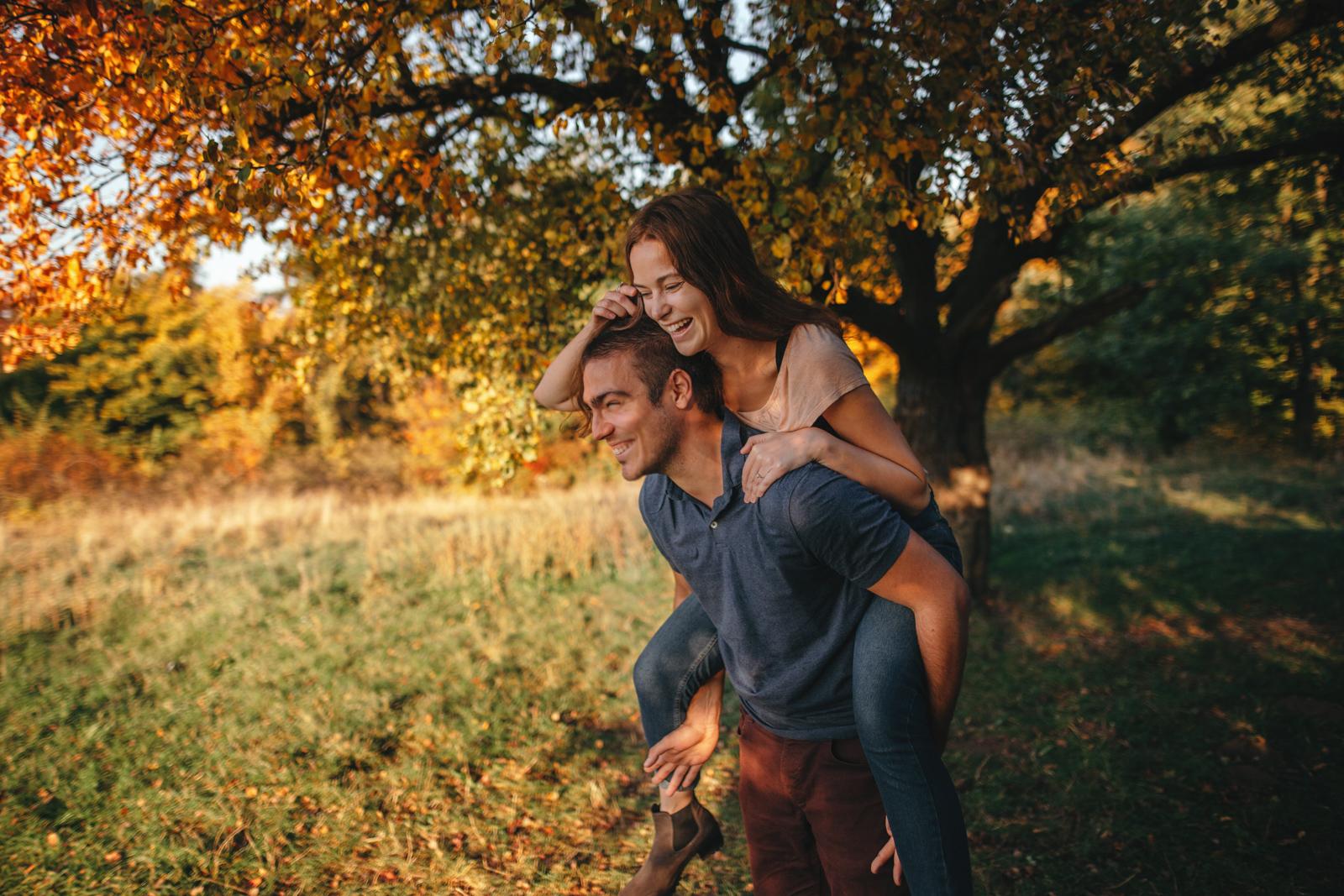 Páros & Jegyes fotózás - Fotózás pároknak, jegyeseknek és házaspároknak, akik szeretnének gyerek-üzemmódba kapcsolni és eltölteni együtt egy vidám délutánt.