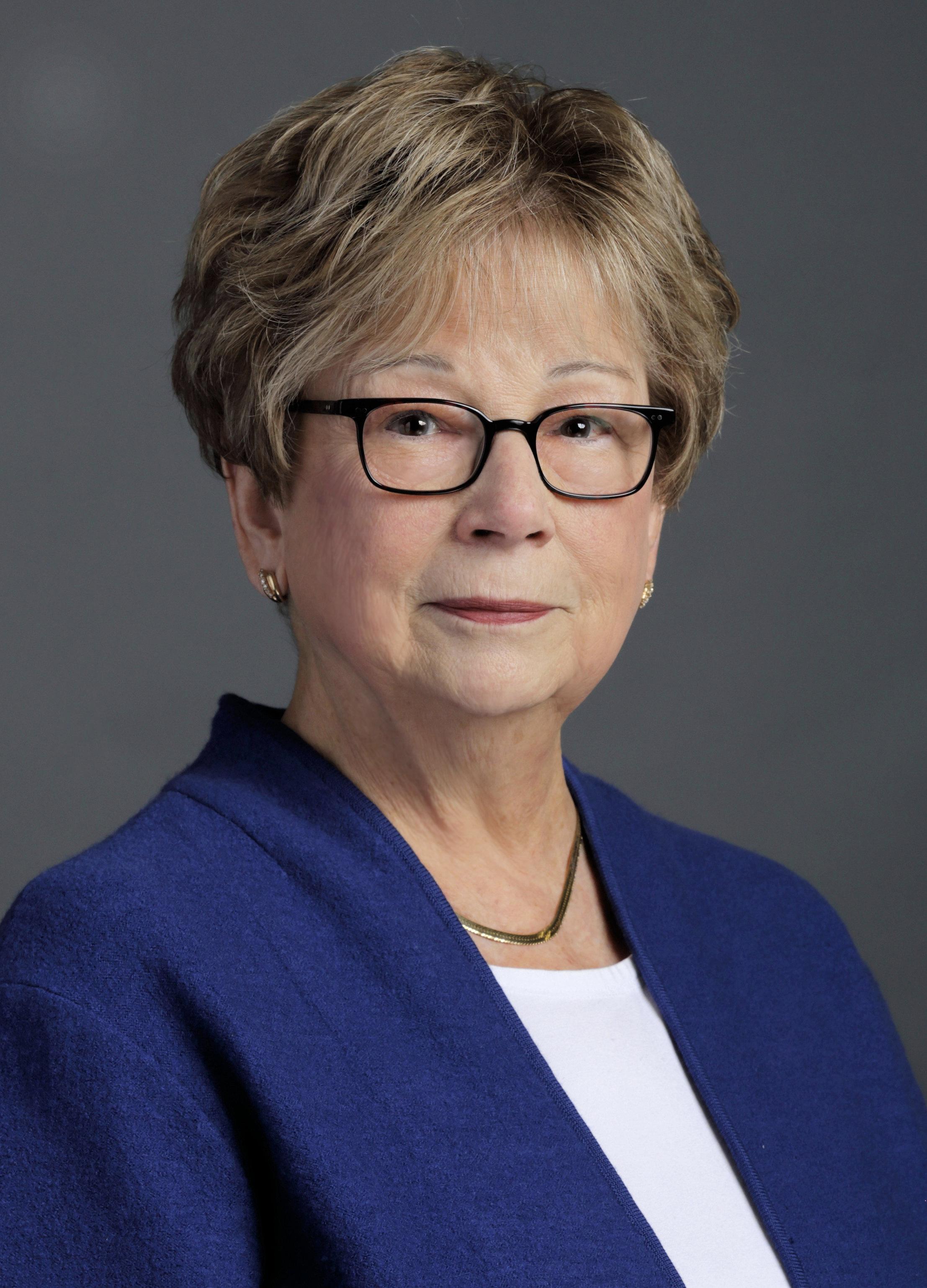 Barbara Dzur