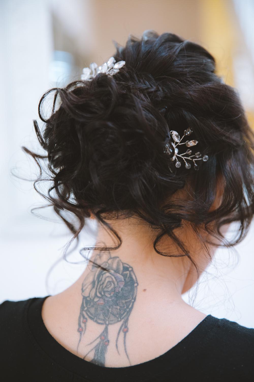 Préparation de la coiffure mariée