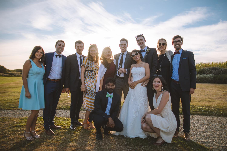 Amis et famille lors du mariage