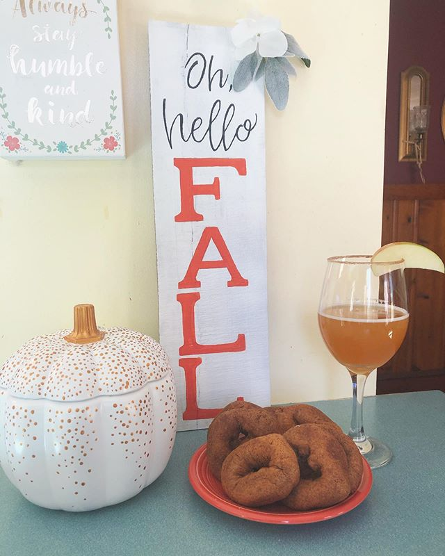 Happy football Sunday! 🏈 I've officially given in to the fall festivities and went apple picking today! 🍎 My favorite things about fall are apple cider mimosas, donuts and of course, fall crafts! What's your favorite thing about this season? •  Bottom left is a glass pumpkin I found at the thrift store and gave a new makeover to. I just made the sign a couple of days ago - it's up on the Etsy shop! . . . . .  #falldiy #falldecor #fall #fallporchdecor #applecider #handmadecrafts #handmade #diy #diyhomedecor #homedecor #coastaldesignstudio #etsy #shopetsy