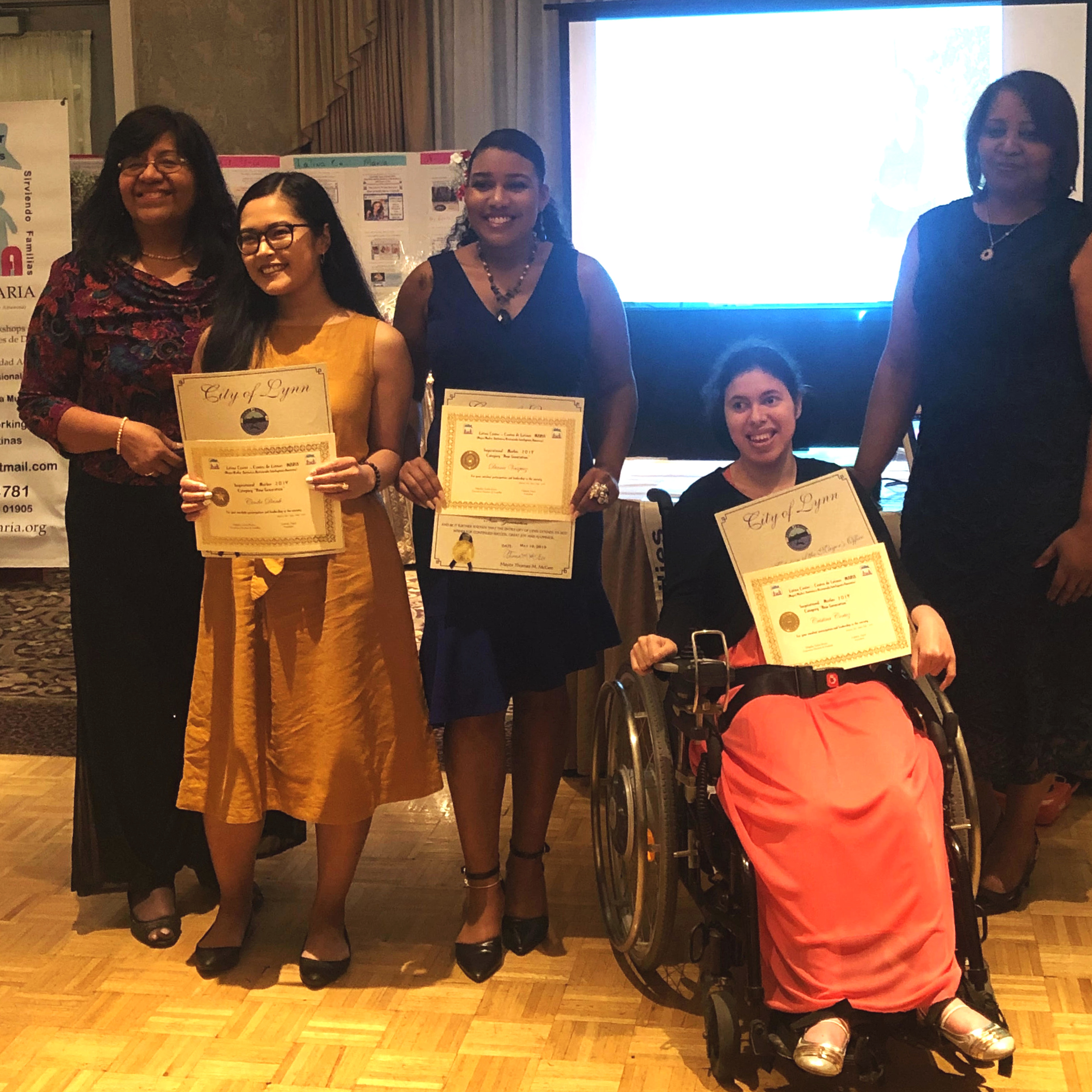 "Cinda receiving the ""Inspirational Woman 2019"" Award among the new generation given by Latina Maria Center."