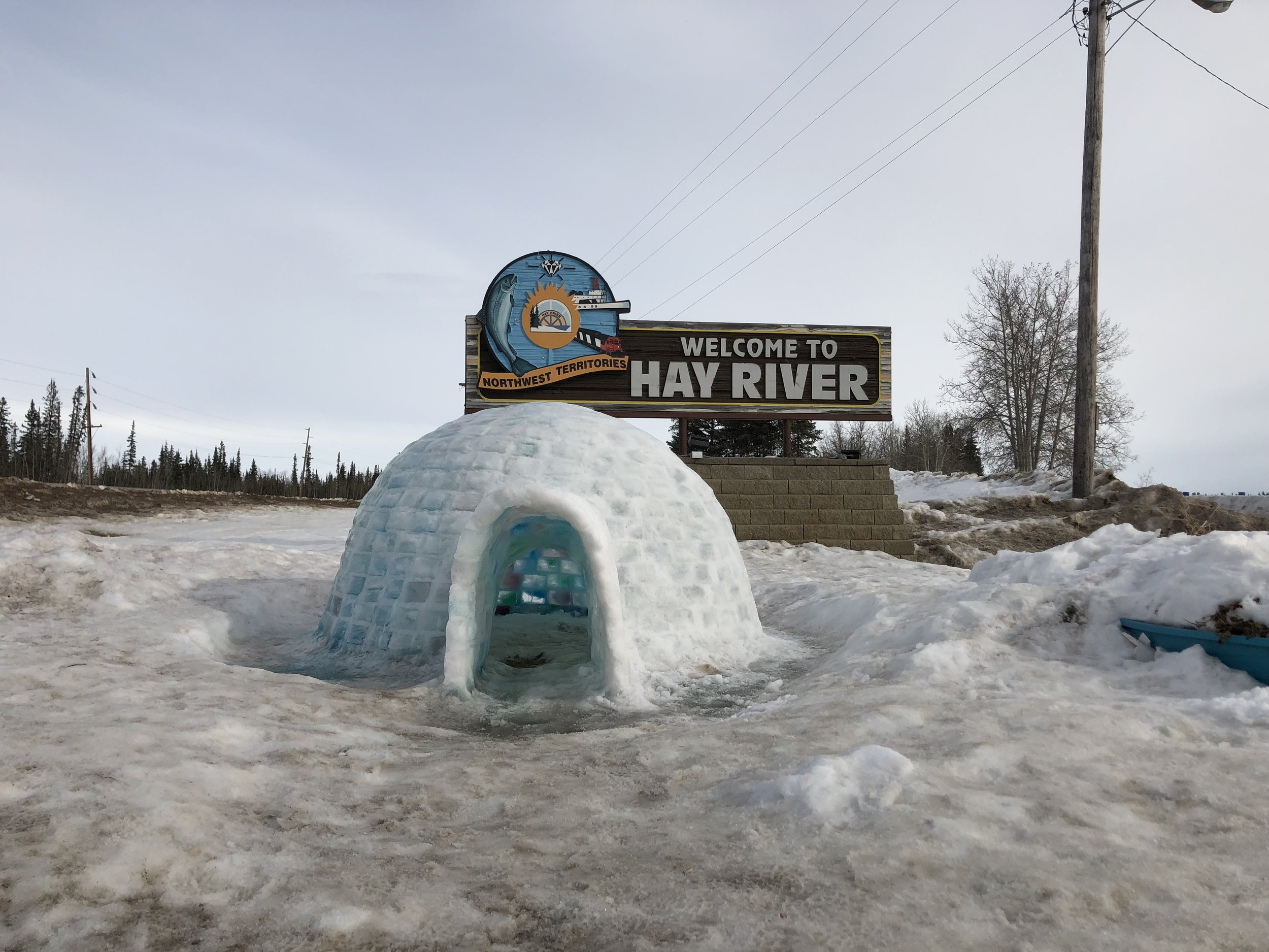 Hay-River-Sign-with-Igloo.jpg