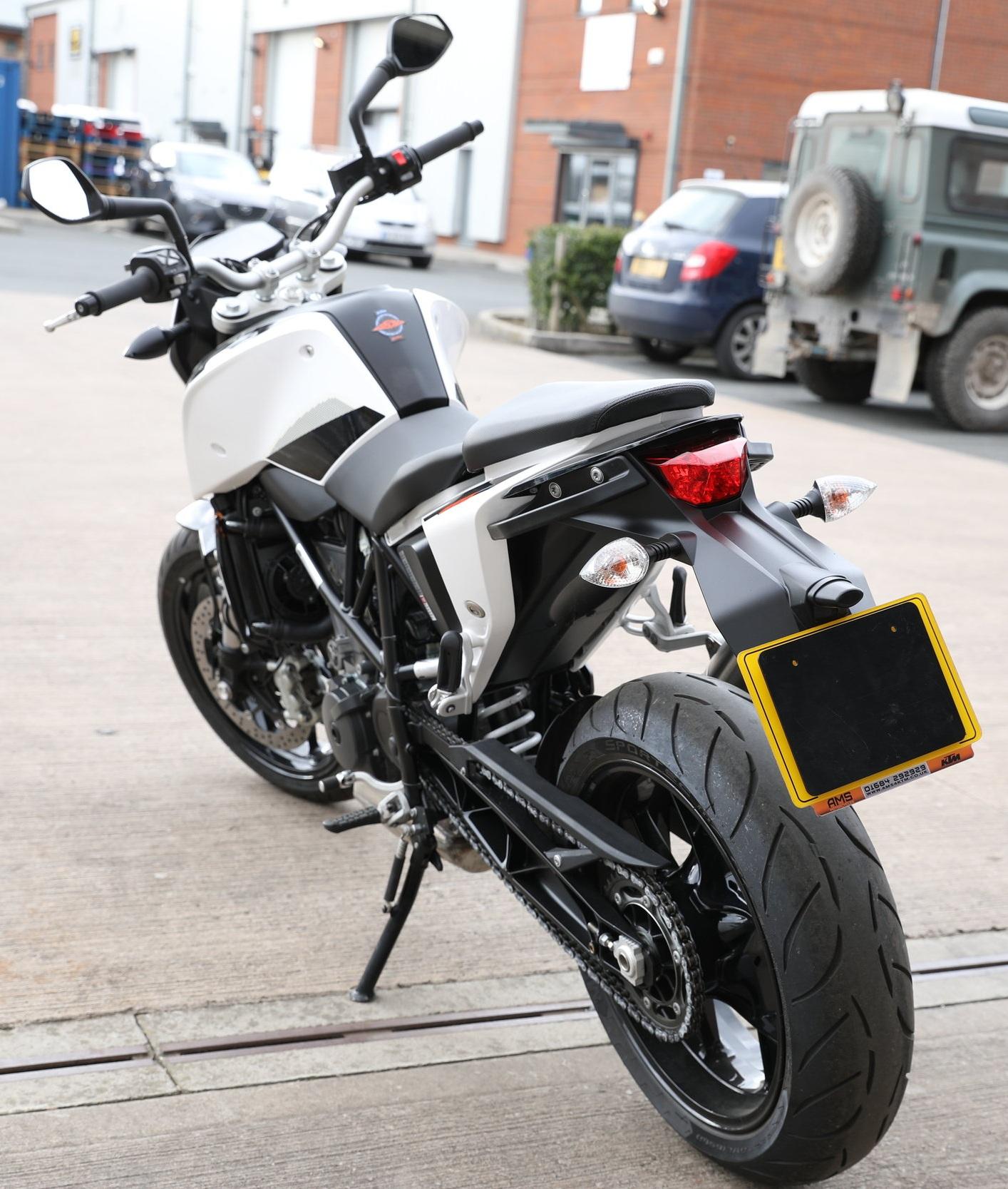 KTM DUKE 690 (2016-ON)