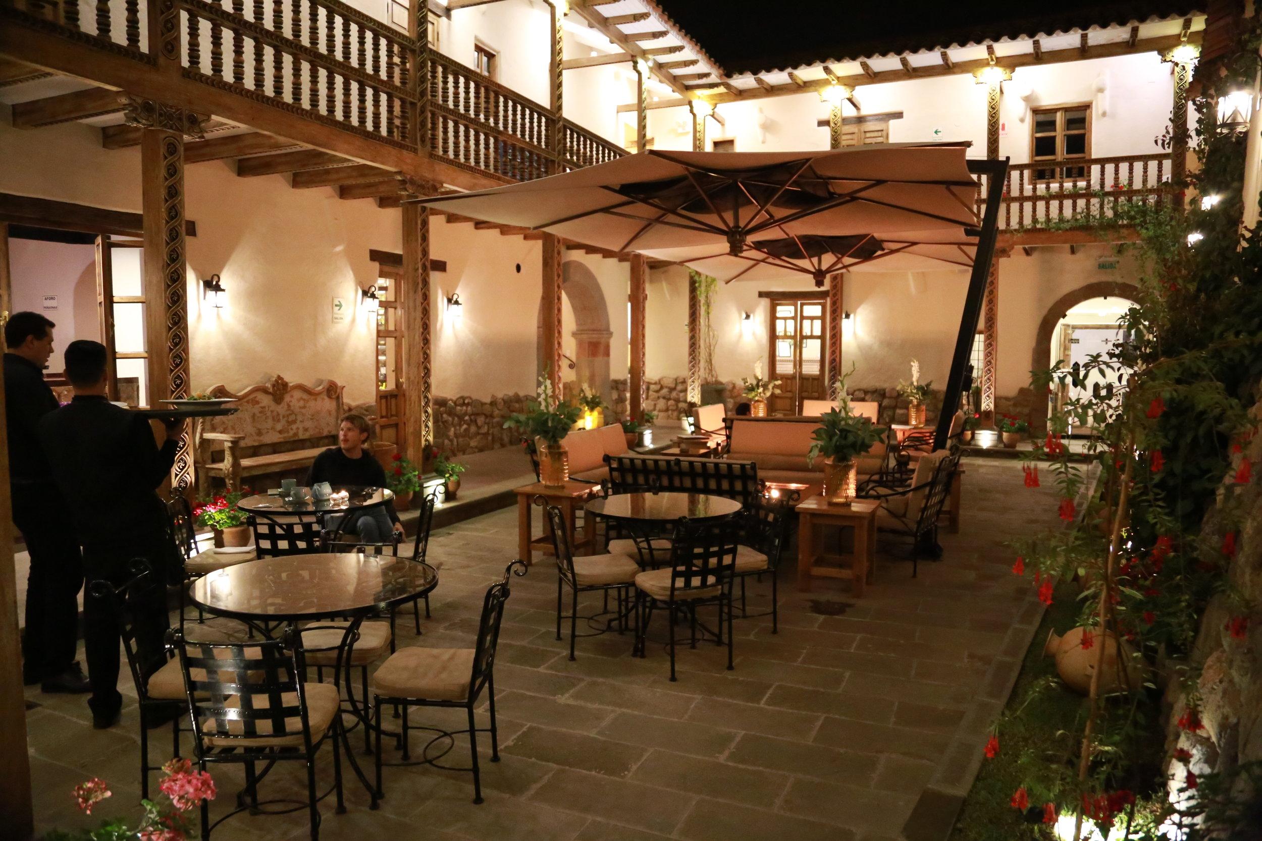 Courtyard and restaurant at Antigua Casona San Blas in Cusco, Perú.