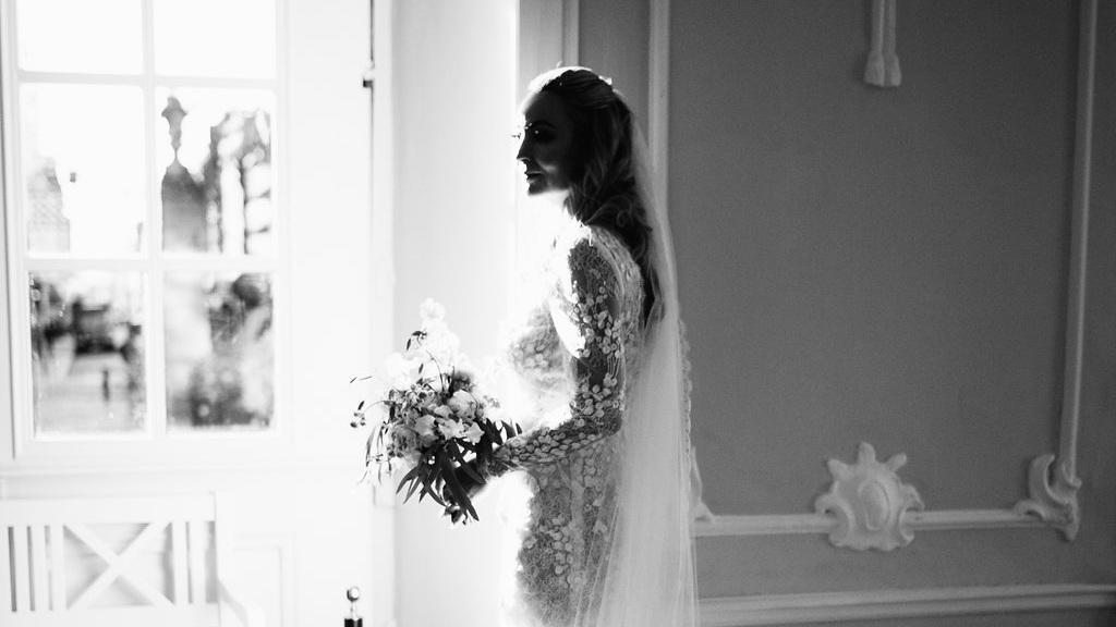 Luisa i en Jesper Høvring kjole