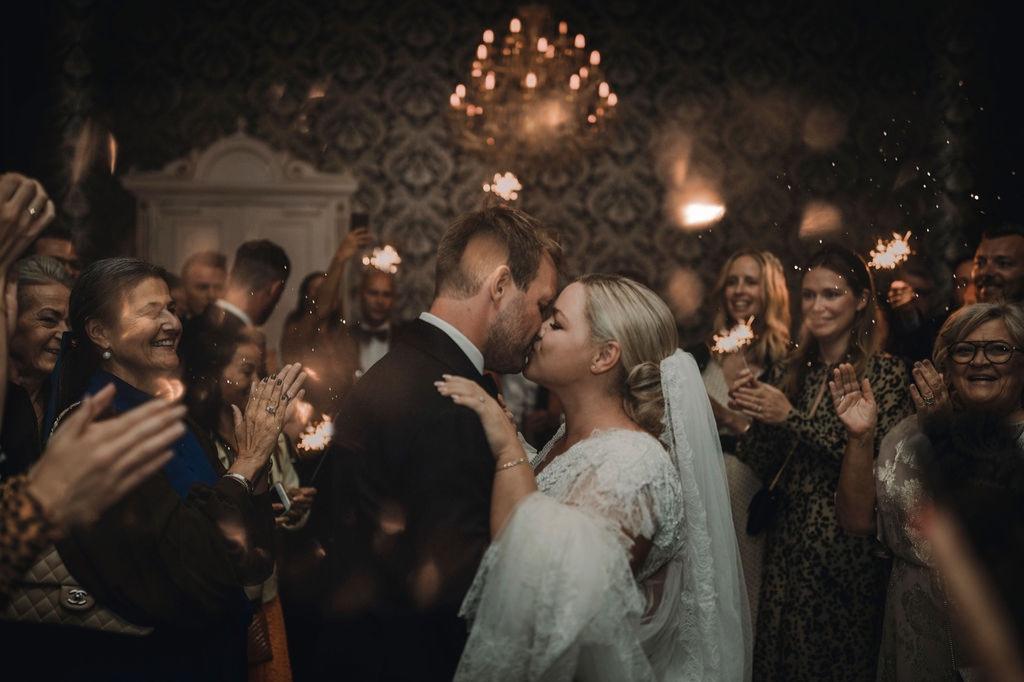 Catharina og Brian, 22.06.19 - En stor dag fyldt med glæde og kærlighed er nu et fantastisk minde.Vi kunne ikke have ønsket os nogen anden end Sofie Brink, til at være med til at planlægge vores drømmebryllup. Fra første møde var Sofie topprofessionel, imødekommende og havde en stor kreativ og detaljeorienteret sans, som dannede de perfekte rammer for vores bryllup. Hendes evne til at skabe ro på selve dagen, samt hendes overblik, gjorde at vi kunne nyde hvert sekund af vores kærlighedsdag.Tusinde TAK Sofie, du gjorde vores dag magisk.