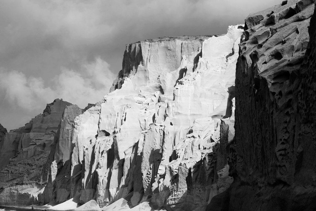 EXPLORE_SANTORINI_THROUGH BLACK&WHITE_PHOTOGRAPHY (1).jpg