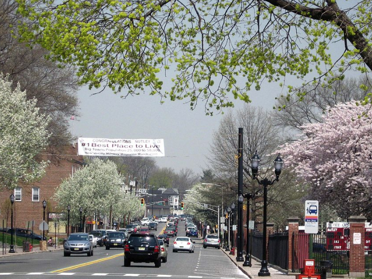 Eat, Shop, Stroll - Franklin & Ccntre both have good retail & restaurants and are very walkable.