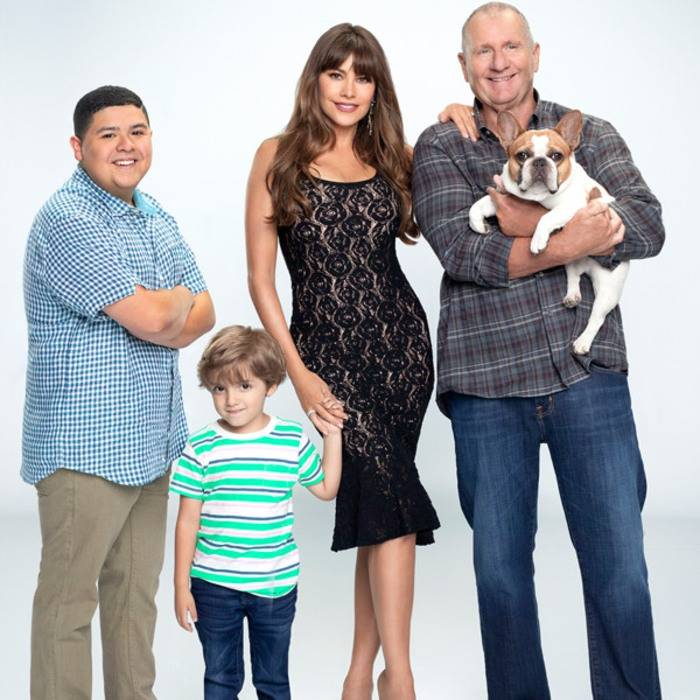 sofia vergara pictured with her  modern family  fictional family