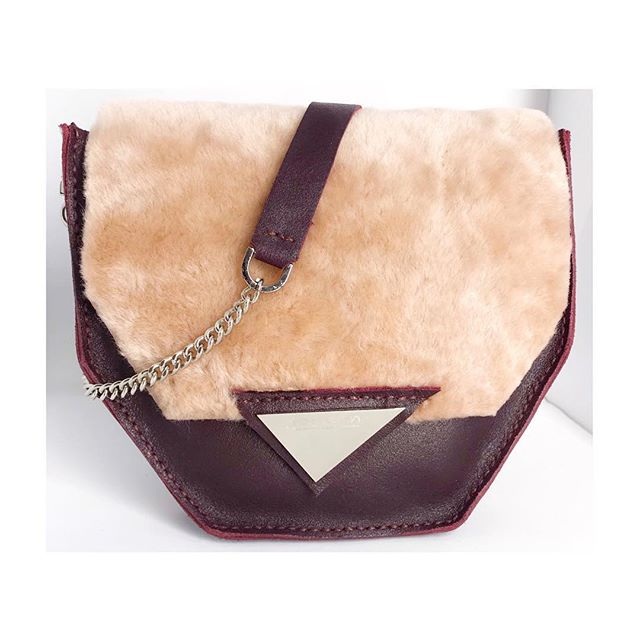 """Our irresistable """"Prism Bag"""" in blush shearling and soft burgundy cow leather 🥀."""