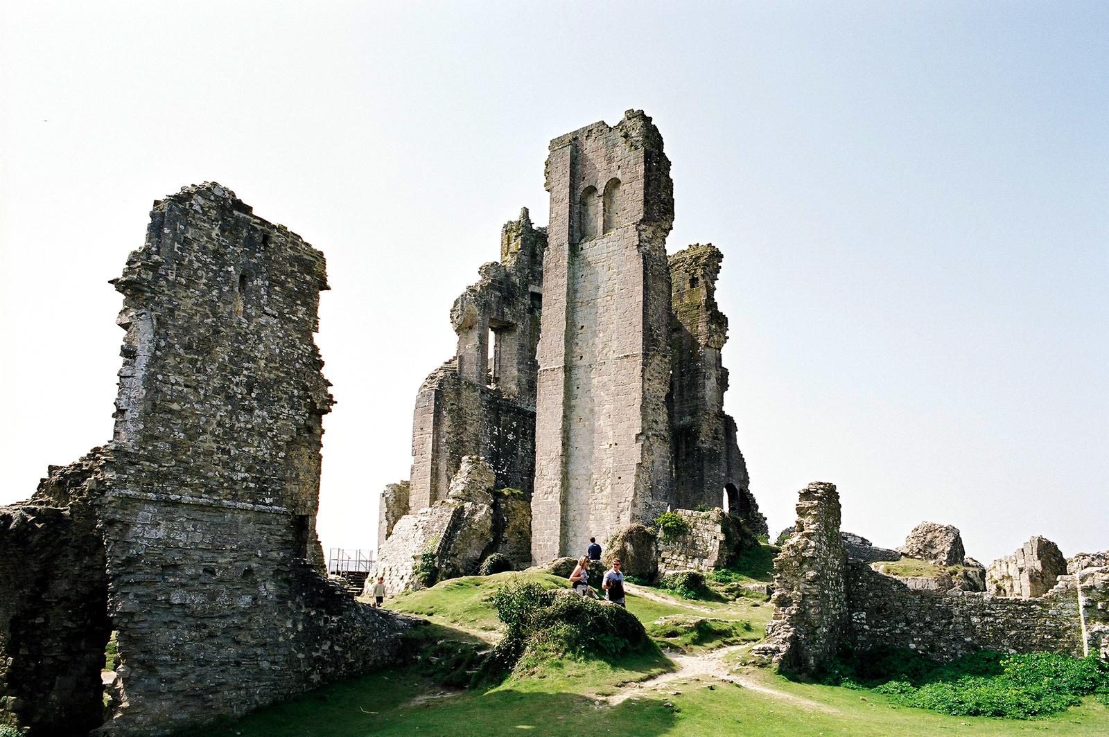 The ruins of Tintagel Castle, Cornwall UK © Tanya Clarke