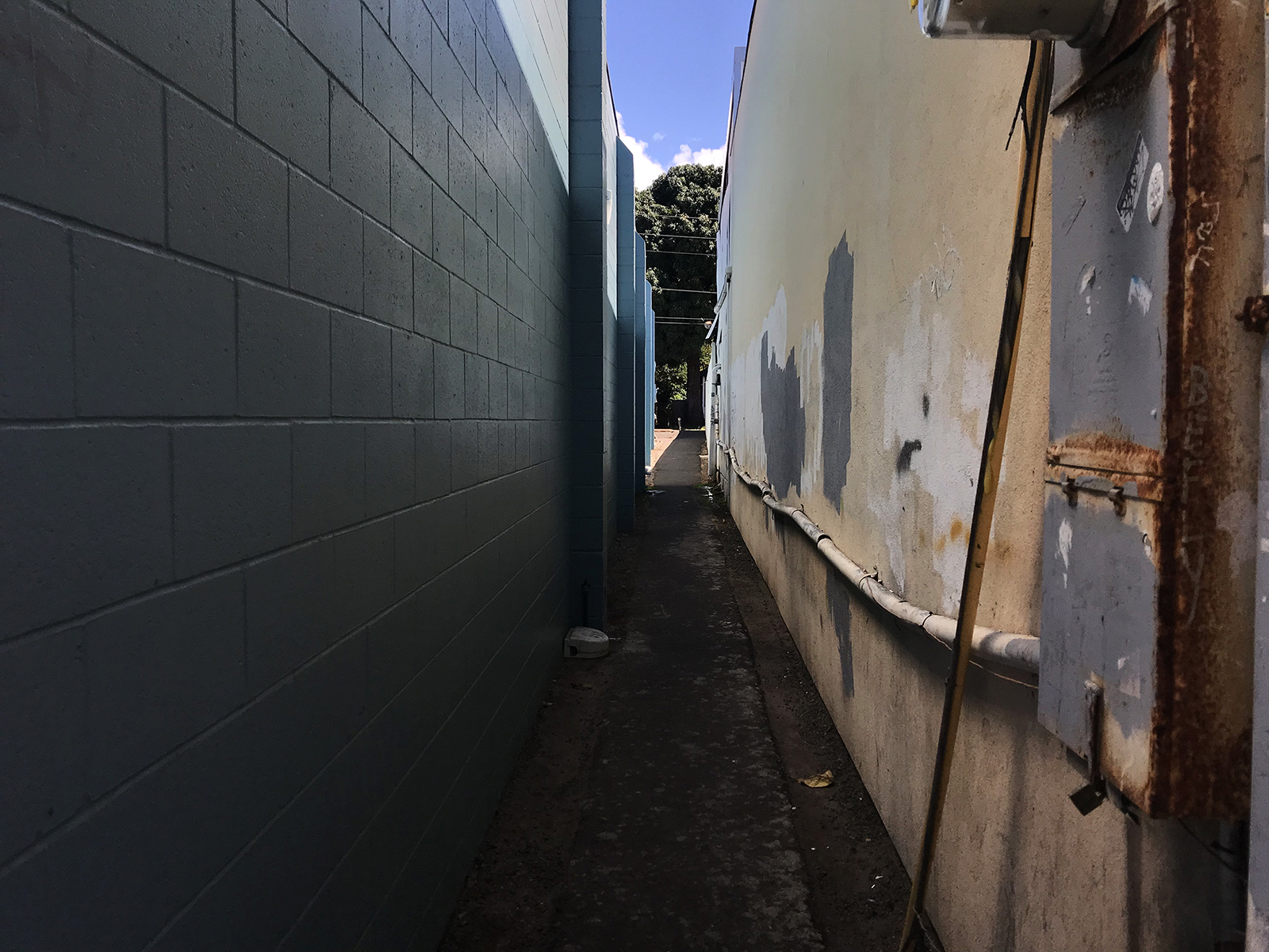 Alleyway in Lahaina, Maui 2019