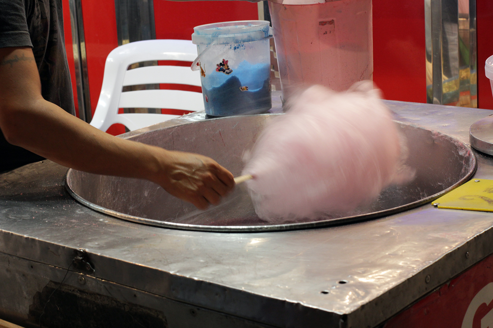 Making candy floss, Mallorca 2014