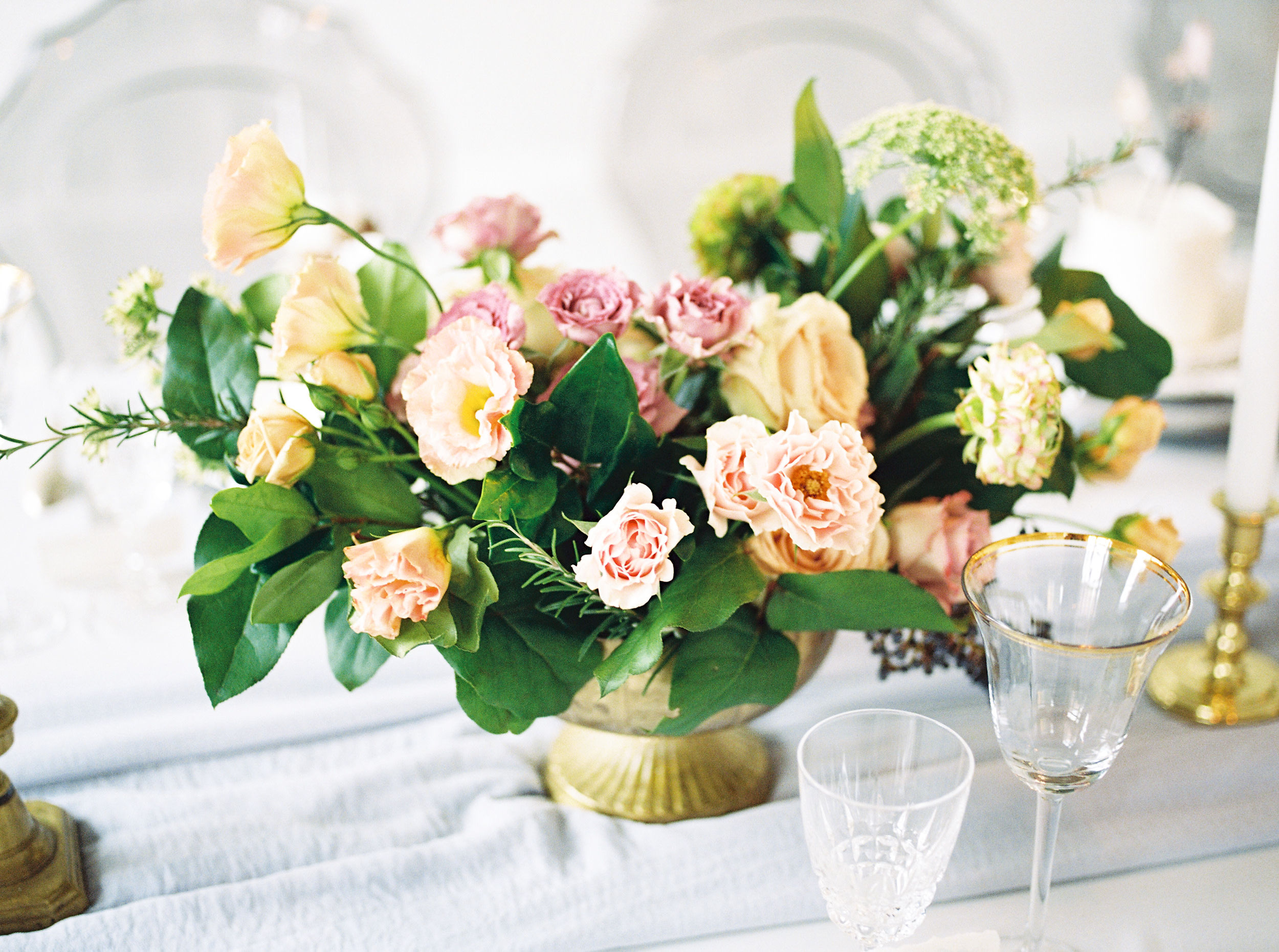 blush and pink center piece with gold vase