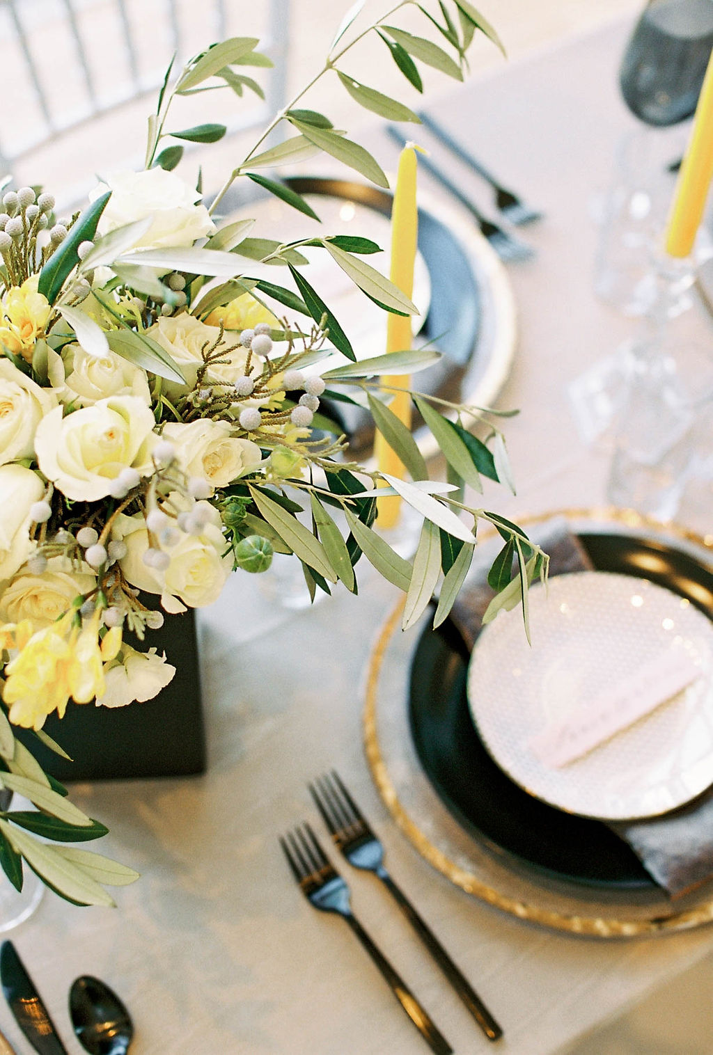 black and yellow table settign